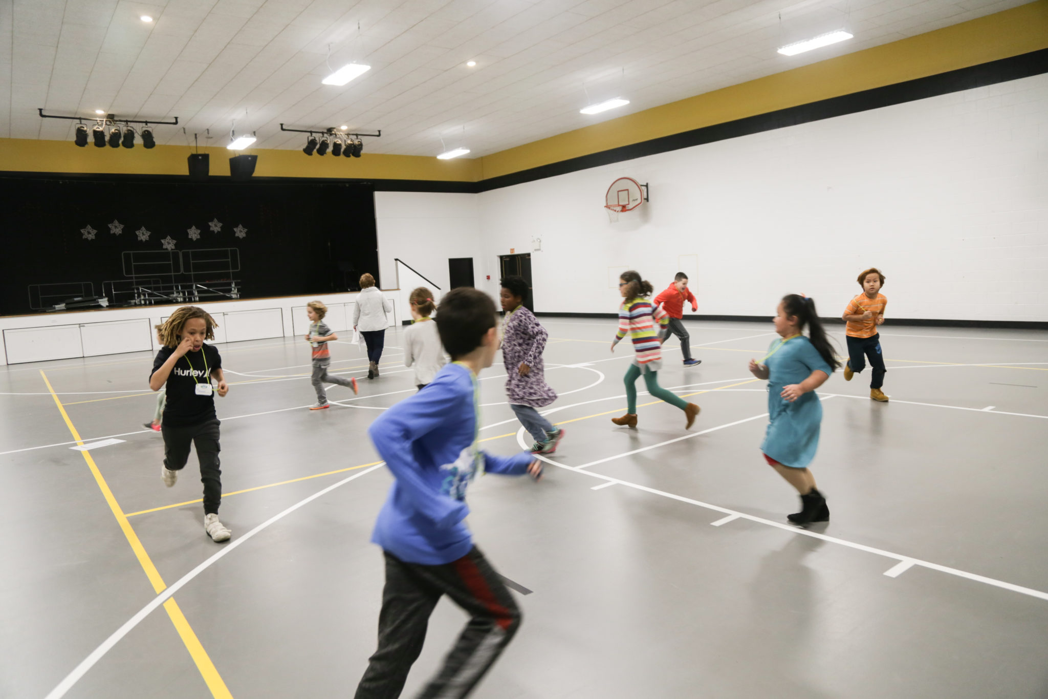 Students dancing in jugamos club