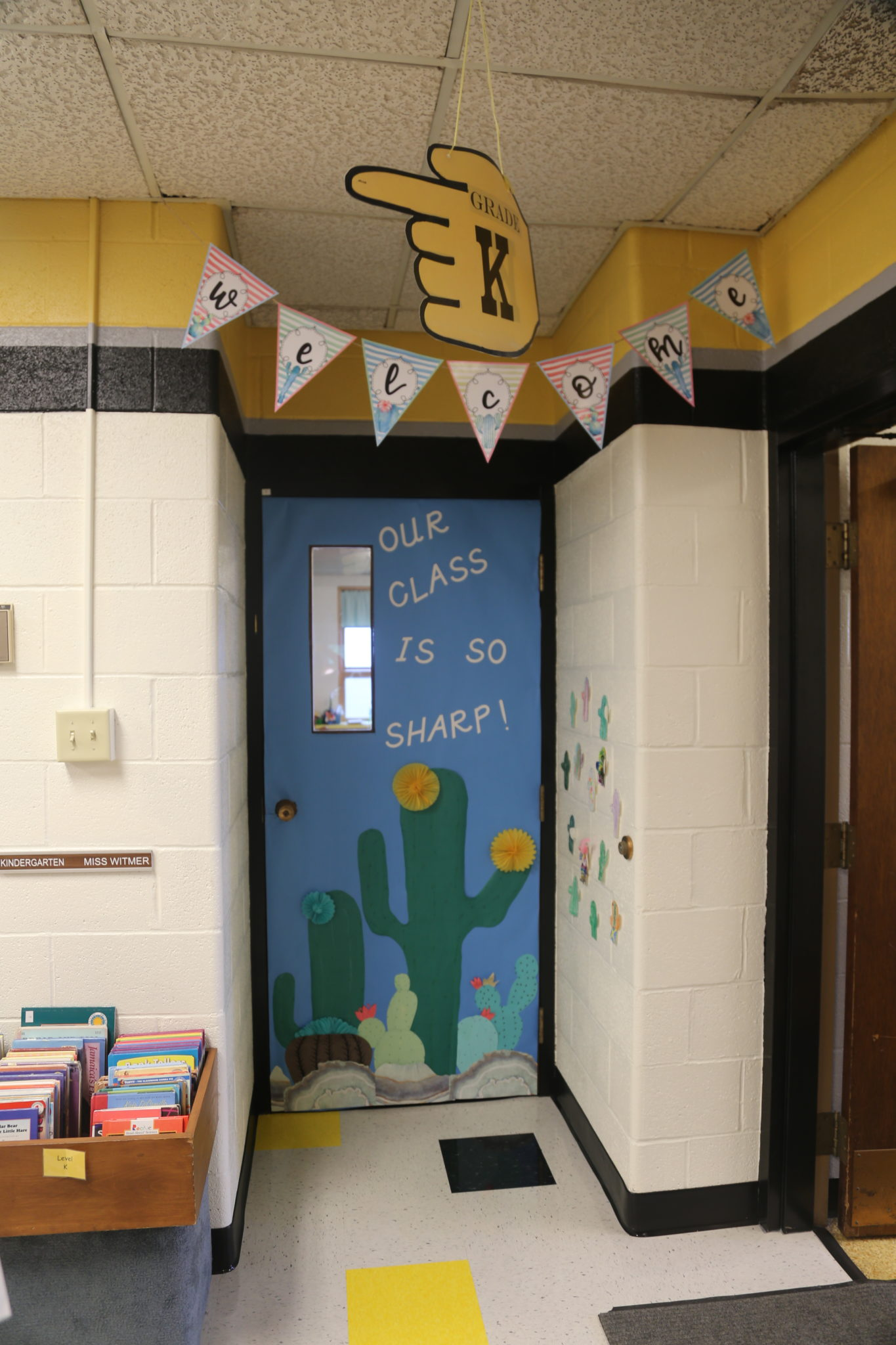 welcome banner in classroom