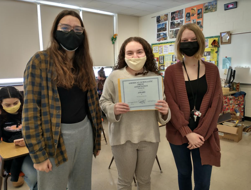 american scholastic press association award with 3 students