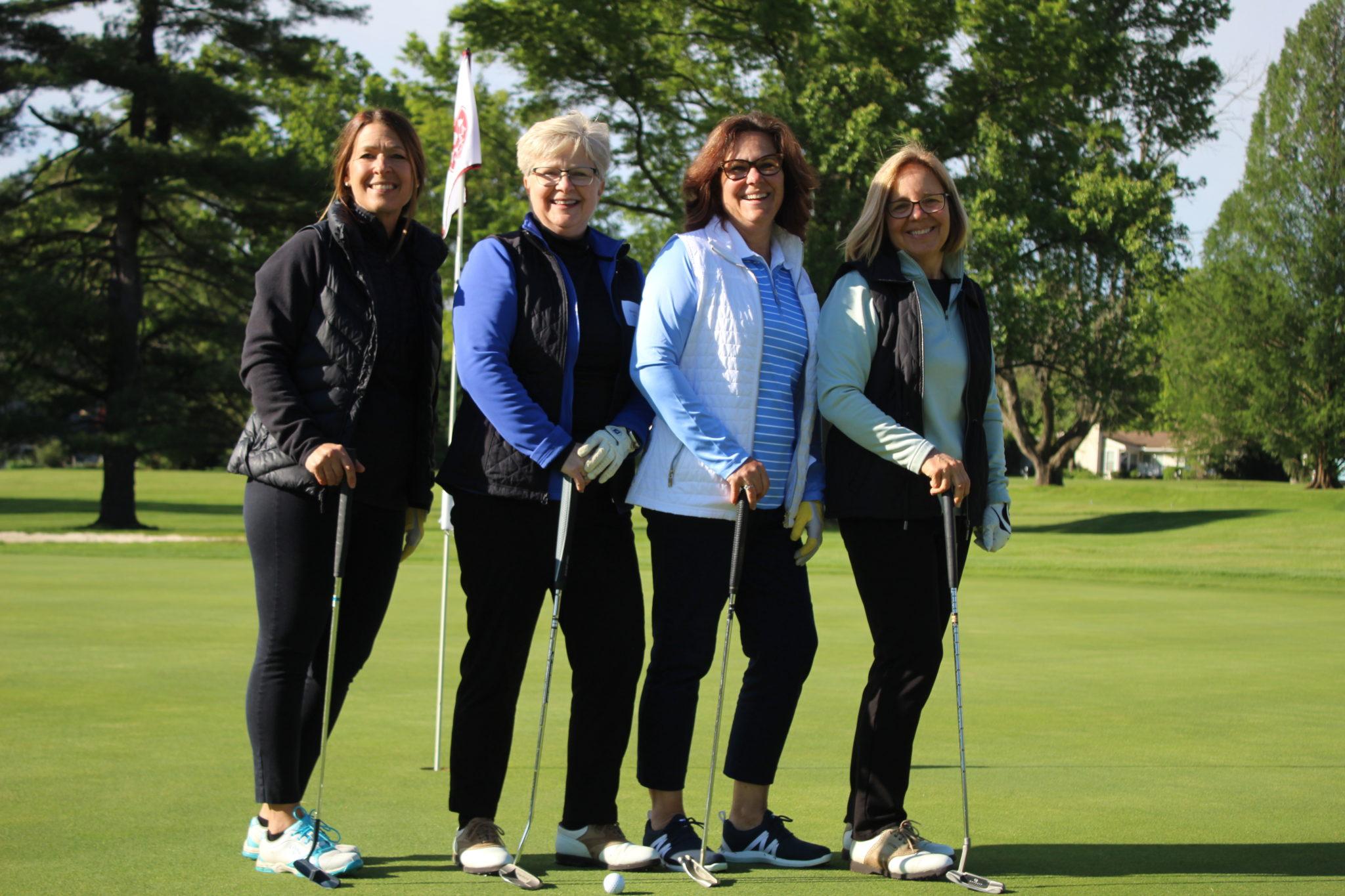 4 women golfers