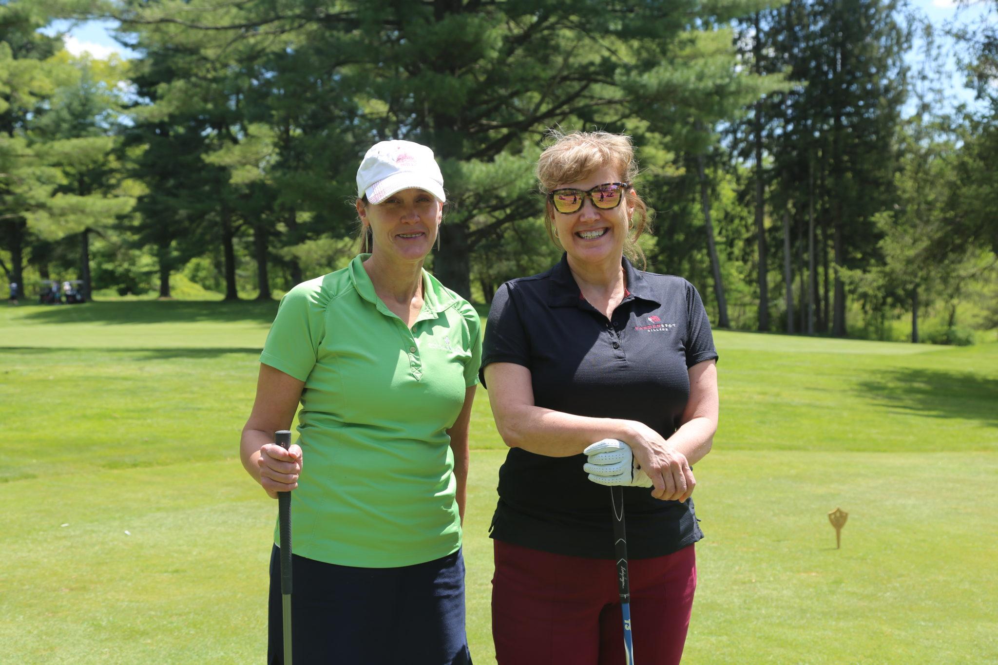 2 women golfers
