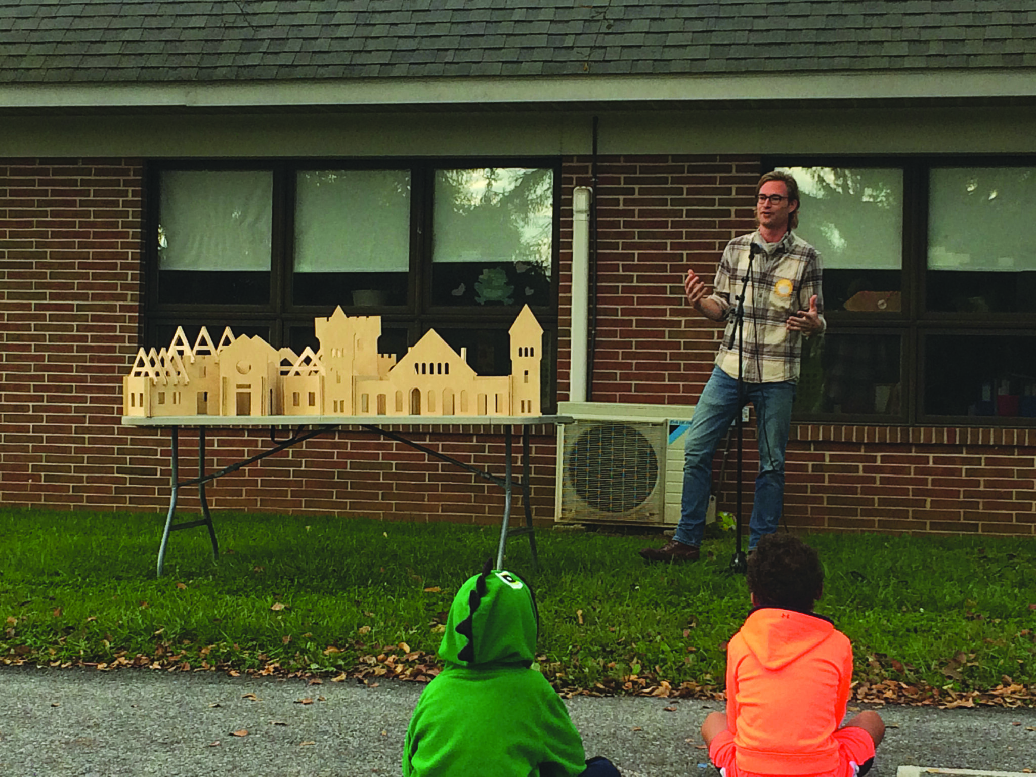 jesse pellman speaking to elementary students